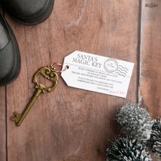 Make your own Santa's Magic Key Ornament with my DIY Instructions and FREE Printable! This is such a fun Christmas craft for kids. Cabin Christmas Decor, Christmas Crafts To Sell, Christmas Farm, Handmade Christmas Gifts, Crafts To Do, All Things Christmas, Christmas Decorations, Xmas, Santa's Magic Key