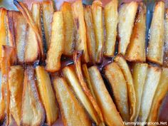 Maple Roasted Parsnip Chips Recipe ** Parsnip tends to take on the surrounding flavors, in this case yummy maple syrup and coconut oil. Veggie Recipes, Fall Recipes, Whole Food Recipes, Vegetarian Recipes, Healthy Recipes, Healthy Snacks, Healthy Eating, Clean Eating, Bon Appetit