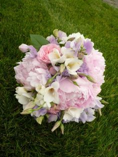 Peonies, sweetpeas, freesia, and old fashioned roses -- for the bridesmaids