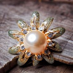 Pearl Brooch to compliment every occasion  #craft365.com