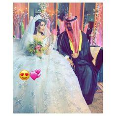 Romantic Couples, Wedding Couples, Cute Couples Goals, Couple Goals, White Wedding Dresses, Dress Wedding, Arab Wedding, Couple Photoshoot Poses, Cute Love Pictures