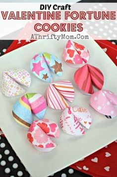 Valentine fortune cookies, QUICK AND EASY craft idea. Valentine fortune cookies, QUICK AND EASY craft idea. Kinder Valentines, Valentine Day Special, Valentine Day Crafts, Be My Valentine, Holiday Crafts, Valentine Cookies, Valentine Ideas, Valentine Cards, Valentines Recipes
