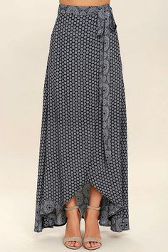 Keep things easy breezy and carefree with the Lighthearted Navy Blue Print Wrap Maxi Skirt! A navy blue and ivory floral-meets-paisley print travels across lightweight woven fabric as it falls from a tying waist into a breezy wrap skirt. Maxi Skirt Style, Skirt Outfits, Dress Skirt, Dress Up, Ruffle Skirt, Printed Maxi Skirts, Designer Dresses, Fashion Dresses, Handmade Skirts