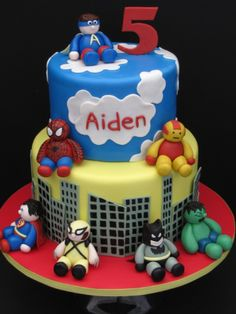 DIY Superhero Birthday Cake. http://www.ivillage.com/superhero-birthday-cakes/6-b-447642#447823