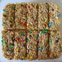 homemade granola bars for the kids.. I want to add more healthy stuff.. BUT.. No pb in this one..