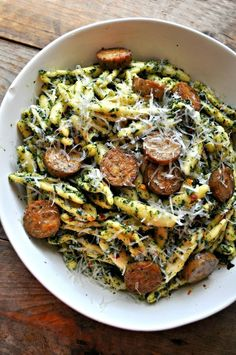 Vegan Roasted Kale Pesto Pasta - Rabbit and Wolves. Oil-free, nutrient rich, protein-filled and still the most delicious thing and so so comforting. Vegan Roasted Kale Pesto Pasta – Rabbit and Wolves Healthy Diet Recipes, Delicious Vegan Recipes, Whole Food Recipes, Vegetarian Recipes, Healthy Eating, Recipes Using Vegan Sausage, Vegetarian Italian, Vegetarian Cooking, Healthy Life