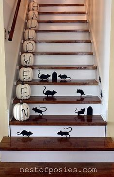 Cute way to decorate your stairs for Halloween!  #Halloween