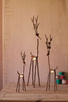 Kalalou Rustic Iron Reindeer With One Tealight - Set Of 3 This Set of 3 beautiful Reindeer provide a unique, rustic way to display any small candles and light up any dinner table, or Christmas display. This trio looks Rustic Christmas, Christmas Art, Christmas Projects, Simple Christmas, Christmas Holidays, Black Christmas, Christmas Outdoor Lights, Diy Outdoor Christmas Decorations, Christmas Candle Lights