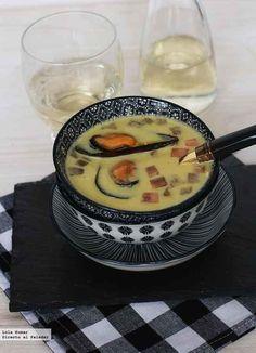Sopa de mejillones en crema. Receta  http://www.directoalpaladar.com/recetas-de-sopas-y-cremas/sopa-de-mejillones-en-crema-receta