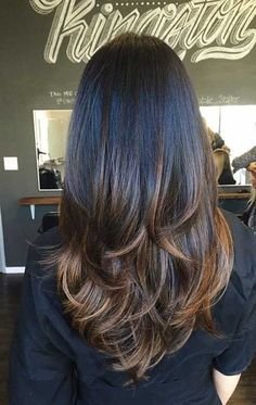 Pelo largo a capas en marrón oscuro y puntas mas claras - Long Straight Thick Dark Chocolate-Brown Hair with Layers and Milk Chocolate-Brown Balayage