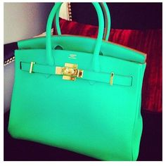 Love the colour of this Hermes bag!!