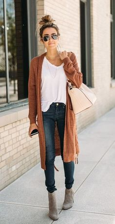 fall street style. cardigan. jeans. plain tee. ankle boots.