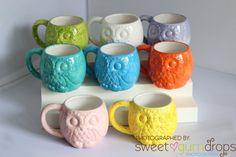 Handgemaakte uilen mok van aardewerk in verschillende hippe kleurtjes. Te koop op Etsy.