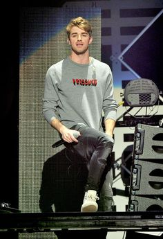 Andrew Taggart Photos Photos - Recording artist Andrew Taggart of The Chainsmokers performs onstage at WiLD FM's Jingle Ball 2016 presented by Capital One at SAP Center on December 2016 in San Jose, California. - WiLD FM's Jingle Ball 2016 - Show Chainsmokers, Daya Singer, Andrew Taggart, Sick Boy, Ideal Boyfriend, Best Dj, Attractive People, Niall Horan, K Idols