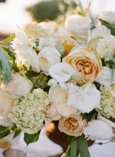 New Wedding Colors Champagne Flower Arrangements Ideas Floral Centerpieces, Wedding Centerpieces, Wedding Bouquets, Wedding Decorations, Wedding Ideas, Trendy Wedding, Wedding Table, Champagne Wedding Flowers, Rose Wedding