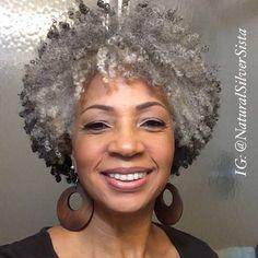 Cabello Afro Natural, Pelo Natural, Natural Hair Care, Natural Hair Styles, Cabelo 3c 4a, Silver Grey Hair, Black Hair, Grey Curly Hair, Pelo Afro