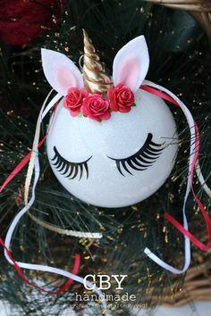 Cette liste est pour (1) ornement de verre personnalisé Licorne et une boîte cadeau ** DESCRIPTION ** Chaque ornement de verre a été brillait avec des paillettes blanches et a été transformé comme par magie en une licorne enchanteur avec une couronne de corne et fleur de pâte