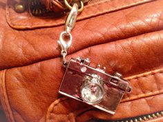 This Purse Charm is Picture Perfect with its Silver Tones and Rhinestones! Handcrafted Jewelry, Handmade, Jewelry Crafts, Dog Tag Necklace, Rhinestones, Jewelry Making, Women Jewelry, Charmed, Purses