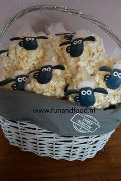 Shaun the sheep popcorn treats - Diy Geburtstag Basteln Farm Birthday, Toy Story Birthday, Toy Story Party, Birthday Lunch, Toy Story Food, Tractor Birthday, Toy Story Cakes, Dragon Birthday, Birthday Parties