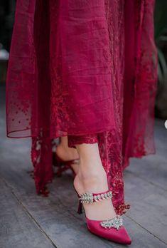 Kurti Designs Party Wear, Dress Designs, Pakistani Dress Design, Pakistani Dresses, Eid Outfits, Summer Outfits, Party Wear Indian Dresses, Long Frock, Fashion Dresses
