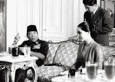 Ibu Dewi First Ladies, Founding Fathers, Us Presidents, Old Photos, Lady, Geisha, Japanese, Culture, Memories