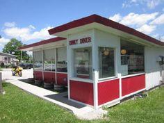 10 Of Iowa's Tiniest Restaurants Serve The Most Irresistible Food