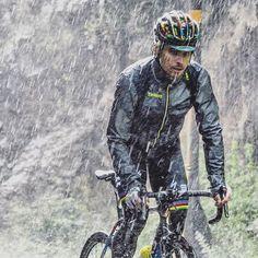 Peter Sagan in the rain stage 9 TDF2016 credit elenrius