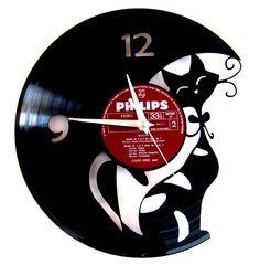 Vinyl clock Cat by Funkyvinyl on Etsy https://www.etsy.com/listing/103160521/vinyl-clock-cat