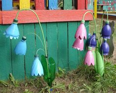 Recycled Plastic Bottles turned Yard Art Flowers (Inspiration Only, No Pattern or Instruction)