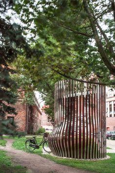 Public Toilet / Schleifer Milczanowski play / contrast / mirror reflection / bicycle parking