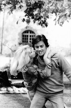 Mireille Darc dies at 79. Mireille Darc (1938-2017) and Alain Delon. They have been together for fifteen years.