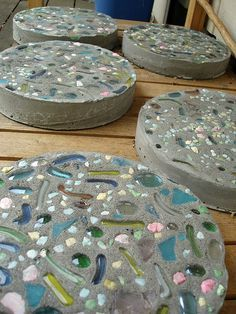 Learn how to make beautiful garden stepping stones and personalized tile trivets. - Learn how to make beautiful garden stepping stones and personalized tile trivets by using ceramic t - Tile Crafts, Concrete Crafts, Concrete Projects, Mosaic Projects, Backyard Projects, Garden Projects, Backyard Kids, Concrete Garden, Large Backyard