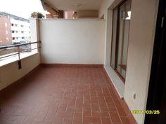 VENDO PISO URBANIZACION MAIRENA CENTRO (NUEVO BULEVAR) MAIRENA DEL ALJARFE (SEVILLA) VENTA 155.000 € 4 dormitorios, 145 m2, 2 amplios baños exteriores, Armarios empotrados en todos los dormitorios, Salón con terraza (9m2), cocina con terraza lavadero (8m2), Ventanas de aluminio, doble acristalamiento, Tf. 646 123 153 http://alquileresmyr.blogspot.com www.myr200.wordpress.com www.sinsubastas.com/catalogo-29947.htm www.visita-site.com/alquileresmyr http://www.youtube.com/user/margaritary