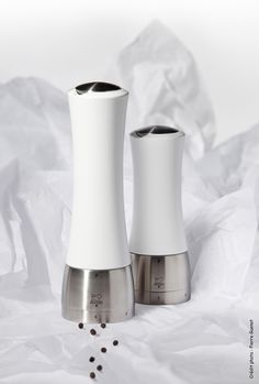 Salt and pepper mills MADRAS : white wood version and stainless steel. Design for PEUGEOT