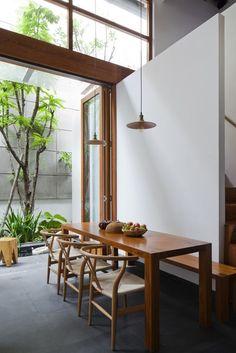 Indoor/outdoor dining room - Gallery - House 339 / Kiến Trúc O - 2 Home Design, Home Interior Design, Interior Architecture, Interior And Exterior, Interior Decorating, Interior Doors, Brown Interior, Modern Design, Decoration Inspiration