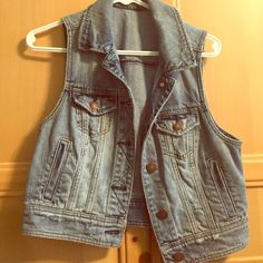 Light wash AE denim vest Only worn once excellent condition light wash denim vest. Perfect for all seasons American Eagle Outfitters Jackets & Coats Vests