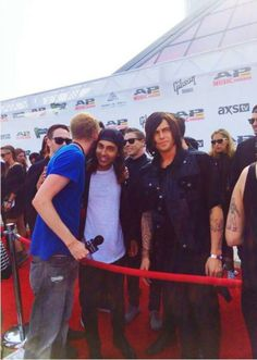 """Kellin's just like, """"I'm just going to pretend you ain't huggin' my man."""" << REPINNING FOR THAT CAPTION<< the caption really makes it worth the repin!"""