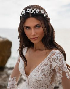 Tiara mireasa cu flori albe Imperiale Bridal Gowns, Wedding Gowns, Robes Glamour, Tulle, Long Sleeve Gown, Wedding Dress Sleeves, Chapel Train, Silhouette, Bridal Hair Accessories
