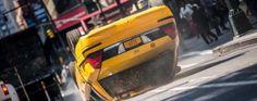 Nouvelle image de tournage pour #TheAmazingSpiderMan2 avec un taxi retourné.