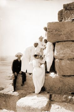 Photographs of the Pyramids of Giza taken at the height of colonialism show tourists climbing the massive structures and offer more insight into the evolution of tourism in Egypt. Old Egypt, Ancient Egypt, Ancient History, Old Pictures, Old Photos, Vintage Photographs, Vintage Photos, Pyramids Of Giza, Belle Epoque
