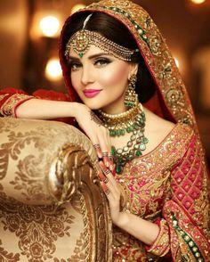 Tussi Necklace and Kasu Haram - Indian Jewellery Designs Pakistani Bridal Makeup, Indian Bridal Fashion, Asian Fashion, Bollywood, Bridal Photoshoot, Indian Jewellery Design, Bridal Jewellery, Asian Bridal, Indian Outfits