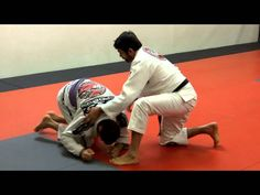 Master Ricardo Cavalcanti demonstrates a clock choke for when your opponent is in turtle guard. For more visit rcjiujitsu.com