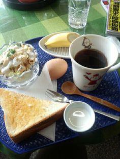 今日のお昼ご飯は喫茶店でブレンドコーヒーホットと一緒にいただいています。