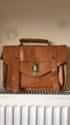 Petit sac cartable vintage  de marque . Taille  à 10.00 € : http://www.vinted.fr/sacs-femmes/cartables/36513250-petit-sac-cartable-vintage.