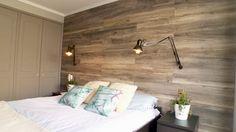 Para dar calidez a un dormitorio se pueden usar diferentes técnicas, y la que usaremos en este proyecto es revestir la pared de la cabecera de la cama con madera, y la solución que se eligió, por lo simple, estética y práctica, es el piso laminado.