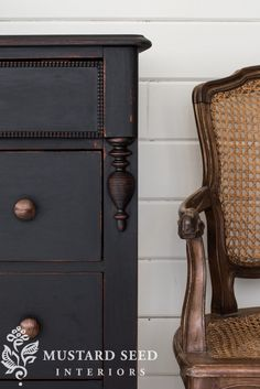 We have now grabbed the best furnishings patterns for holds and minimal house locations, brilliant chairs, areas and sofas to actually encourage to really economize. Diy Dresser Makeover, Furniture Makeover, Chalk Paint Furniture, Black Furniture, Black Dressers, Black Chalk Paint, Painted Vanity, Miss Mustard Seeds, Farmhouse Furniture