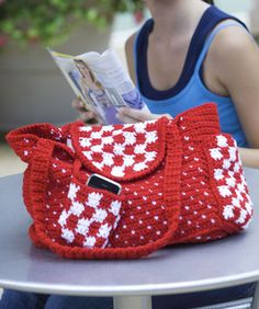 Everyday Tote Bag free pattern @ Ravelry. Previously available at Coats & Clark.