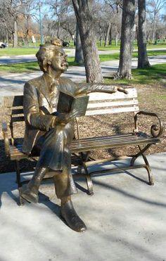 Mark Twain. Where is this statue?