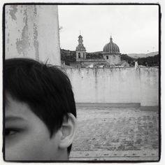 childhood at night • Long Is the Night • la vie en poussant les murs du temps (Navajas, Espagne, avril 2015)