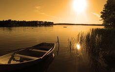 Boat at the lake - Autumn sunset. Beautiful Water Scenes Wallpapers . Awsome Landscape Wallpapers. HD Wallpaper Download for iPad and iPhone Widescreen 2160p